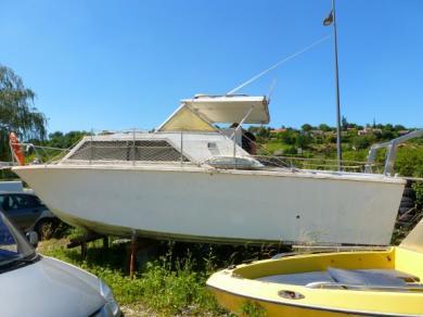 bateau bi-moteur  essence  1971