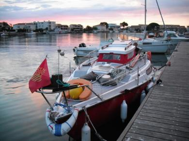 Trés beau voilier Edel IV + remorque