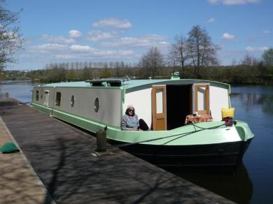 Très beau Wide beam boat (péniche anglaise)
